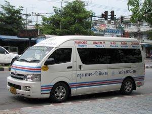 Un minivan sur Phetkasem road.