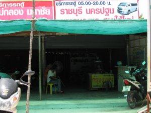 L'agence près du marché du vendredi.
