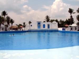 La piscine à vagues.