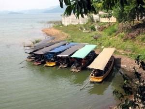 Les bateaux attendant les touristes