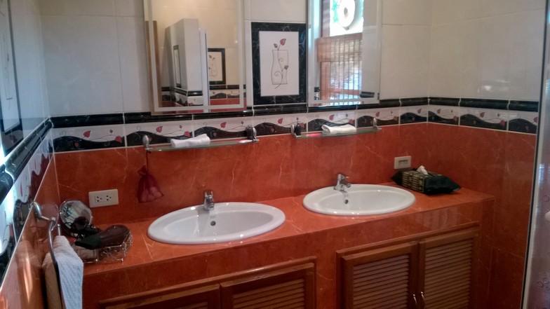 Tous les bungalows ont une salle de bain séparée.