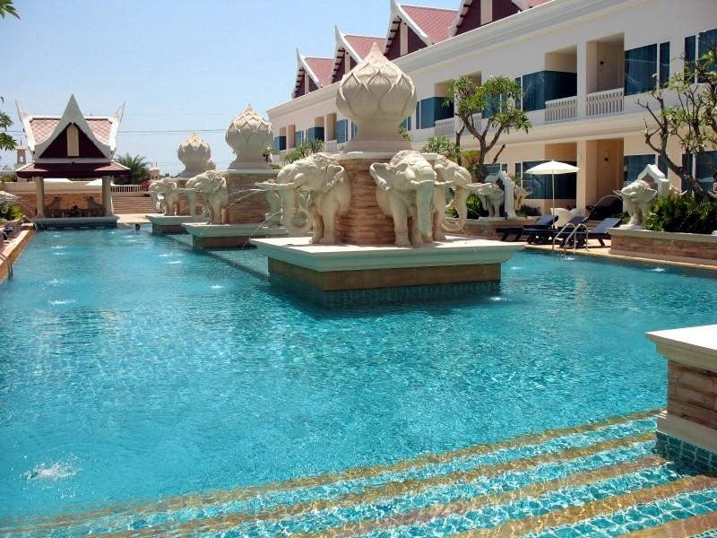 La piscine principale.